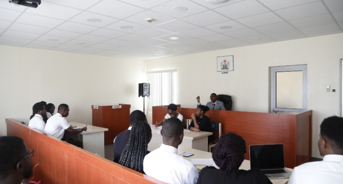 Guest Lecturer at Moot Court, Counsels Students